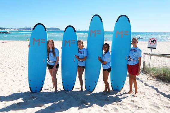 Surfing an der Robin State High School